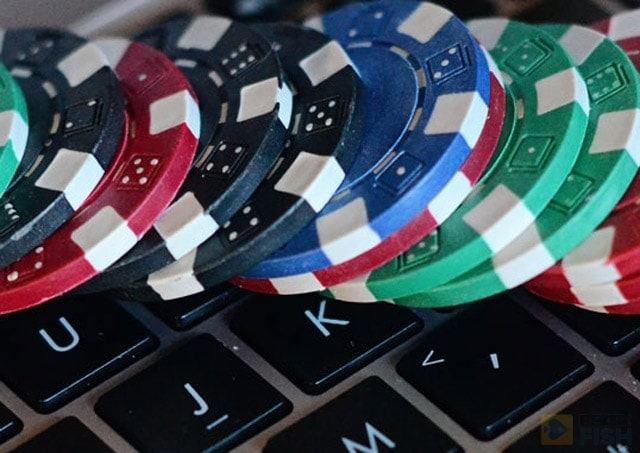 Since betting time is one of the most reliable online poker tells, the best way not to give away anything is to keep your timing the same when you have a big hand and when you are not quite sure what to do