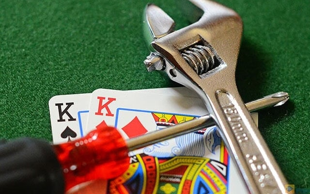 Pineapple poker uses the standard poker hand strengths to determine the winner at the showdown; how many hole cards can be used by the showdown will depend on particular game variation